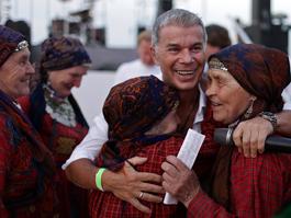 «Бурановские бабушки» просят молиться и ставить свечки