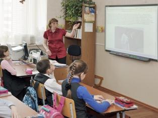 Школьникам Удмуртии купят компьютеры, мячи и пробирки на 300 миллионов рублей
