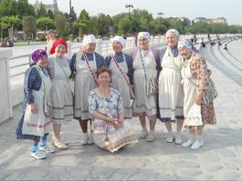 «Бурановские бабушки» в Баку переживают за коров и картошку