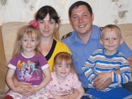 Полицейский из Удмуртии взял под опеку детей из неблагополучной семьи