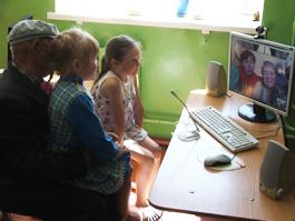 «Бурановские бабушки» пообщались с родными по Скайпу