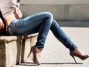 Ученые выяснили, чем опасны узкие джинсы