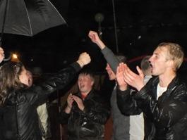 «Евровидение 2012»: ижевчане пели и танцевали под дождем