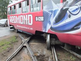 В Ижевске трамвай сошел с рельсов: движения на Буммаш и в Центр нет