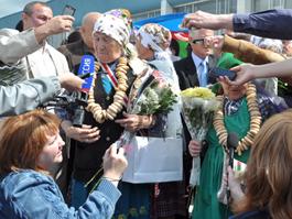 Фееричное возвращение «Бурановских бабушек» в Удмуртию: почетный кортеж и море цветов