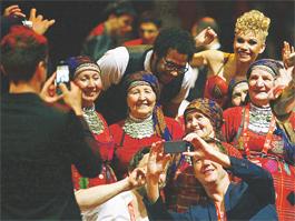 «Бурановские бабушки» после «Евровидения»: «Колорадских жуков нынче много, это нас сейчас больше всего волнует»