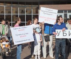 Ижевчане  пришли на пикет в память о погибшей в ДТП беременной Сюмбель Коробейниковой