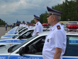 Полицейским Удмуртии вручили ключи от 40 новых служебных автомобилей