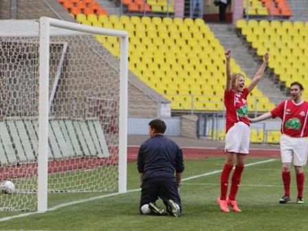 Наталья Водянова сыграла в футбол с Самюэлем Это'О