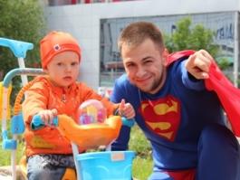 Супермен в Ижевске: нужны ли горожанам добрые дела
