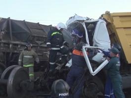 ДТП под Ижевском: МАЗ протаранил поезд, вагон сошел с рельсов