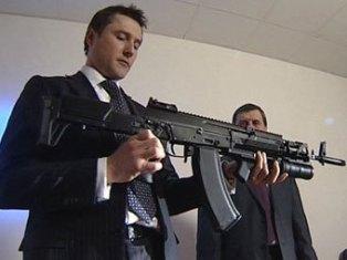 Ижевский завод «Ижмаш» показал автомат АК-12 российским силовикам