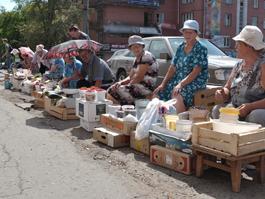 Свежие овощи и ягоды у бабушек на улице теперь не купить