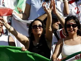 Власти Ирана запретили женщинам смотреть футбол в компании мужчин