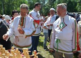Александр Волков на празднике Гербер заговорил по-удмуртски