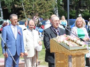 Валерий Золотухин открыл памятник Петру и Февронии в Ижевске