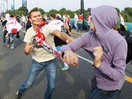 Более 100 человек задержаны во время стычки футбольных болельщиков в Варшаве