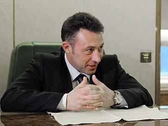 Полпред президента Холманских призывал молодежь не получать высшее образование