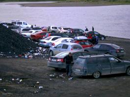 Ижевчан штрафуют за припаркованные возле водоемов авто