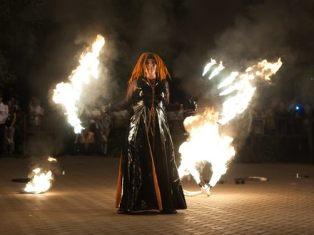 Огненное шоу устроили ижевчане на Центральной площади