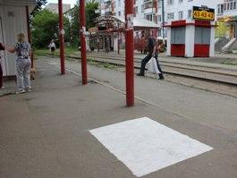 Раскрыта тайна белых прямоугольников на трамвайных остановках в Ижевске