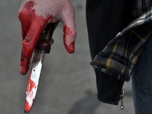 В Москве трое мужчин изрезали депутату ягодицы