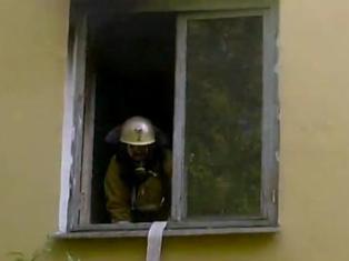 Очевидцы пожара в Ижевске сняли на видео работу пожарных