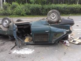 В Ижевске на улице 40 лет Победы «орбита» сбила ограждение и перевернулась