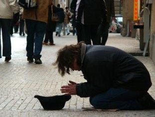 Власти Риги запретили просить милостыню