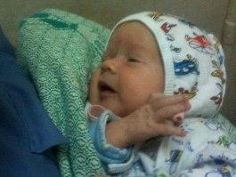 Ижевские полицейские нашли мать, бросившую в кустах свою новорожденную дочь