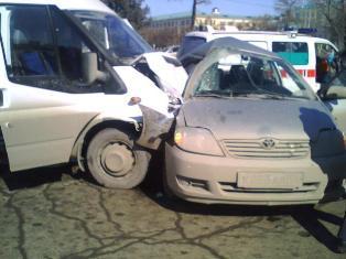 Две аварии блокировали движение на перекрестке Кирова - Пушкинская в Ижевске