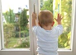 Спасатели Ижевска не дали малышу выпасть из окна