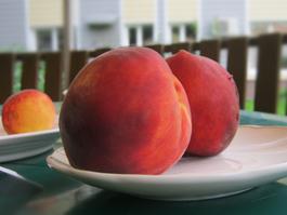 Чем грозят ижевчанам ягоды и фрукты?