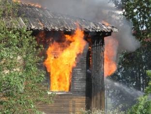 Мужчина вынес малышку из горящего дома в Ижевске