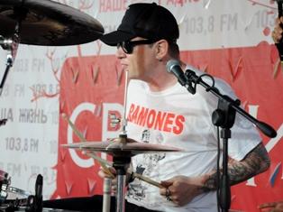 «Свежий воздух Fest» в Ижевске: солист «Ракеты из России» стал барабанщиком