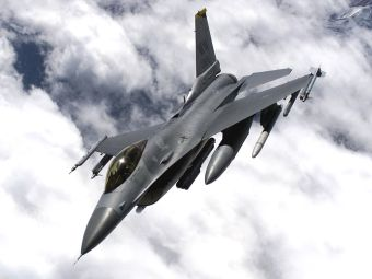 Истребитель ВВС США аварийно сел у Курильских островов