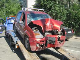 В Ижевске «форд» врезался в столб, водитель погиб
