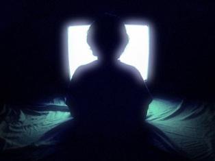 Ученые: просмотр телевизора по ночам в темноте ведет к депрессии