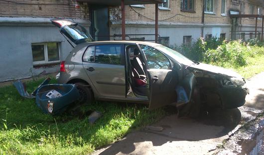 Сотрудница полиции сбила двух ижевчан, перепутав газ и тормоз