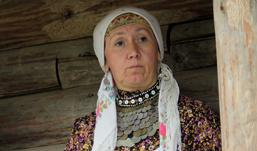 Поклонник подарил «Бурановским бабушкам» старинные серебряные монеты