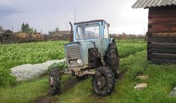 Житель Удмуртии зарезал родственника из-за трактора