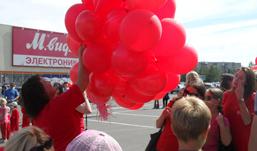 500 воздушных шаров запустили в небо ижевчане в поддержку донорства