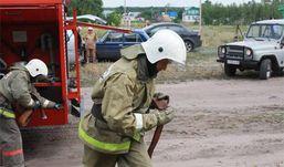 Пожарный добровольной службы Удмуртии вынес из горящего дома человека