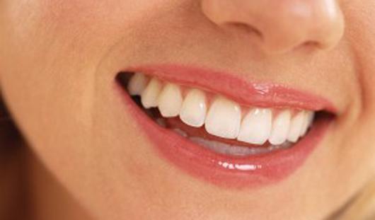 Белое вино разрушает зубную эмаль, а кокосовое масло защищает зубы от кариеса