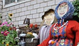 Ижевчане во дворе поставили копию «Бурановской бабушки»
