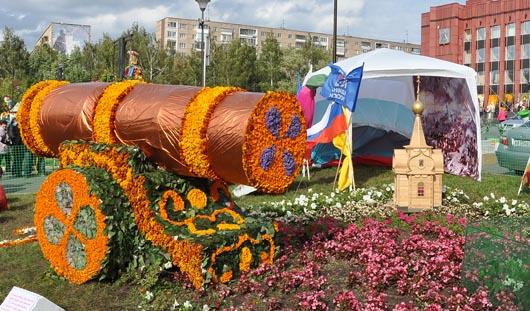 Пушку из цветов установили в Ижевске