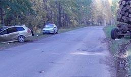 Две иномарки столкнулись с КамАЗами в Удмуртии