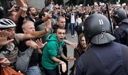 64 человека пострадали при столкновениях в Мадриде