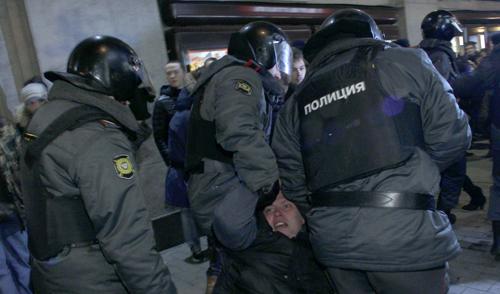 Российским полицейским разрешили бить митингующих