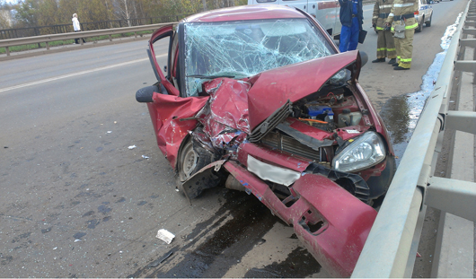 Пьяный водитель врезался в автобус